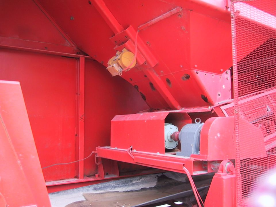 Carrières : Mise en place de ligne de production : - Drague - Concasseur - Convoyeur.