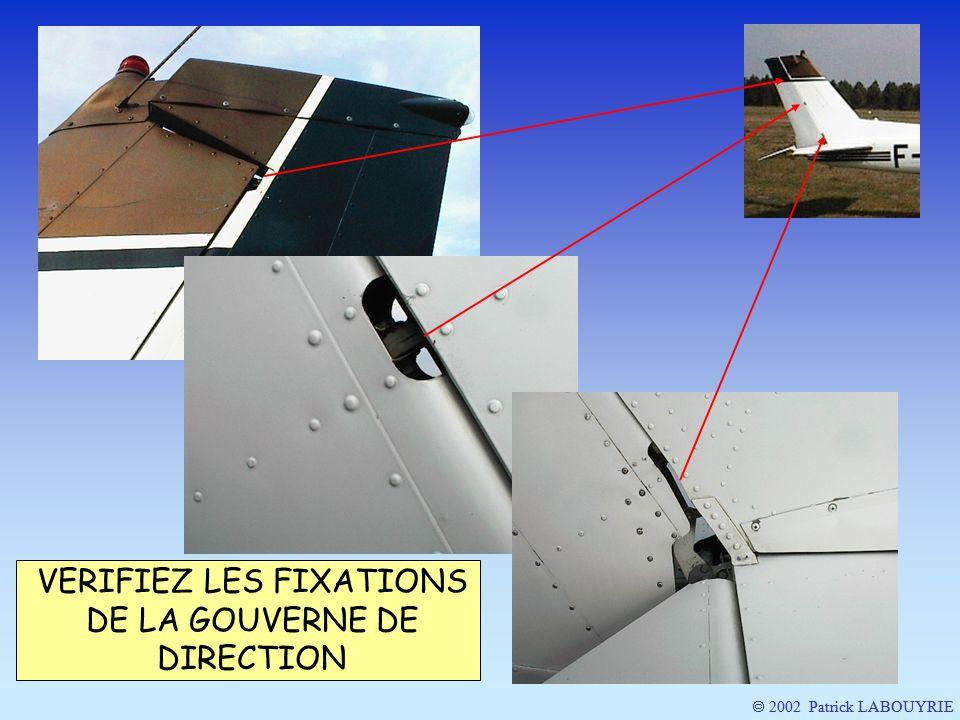 VERIFIEZ LES FIXATIONS DE LA GOUVERNE DE DIRECTION