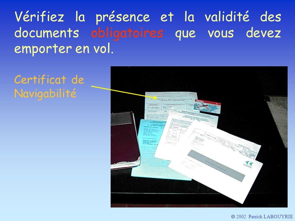 Vérifiez la présence et la validité des documents obligatoires que vous devez emporter en vol.