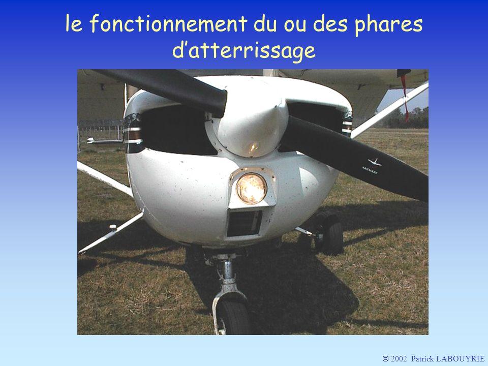 le fonctionnement du ou des phares d'atterrissage