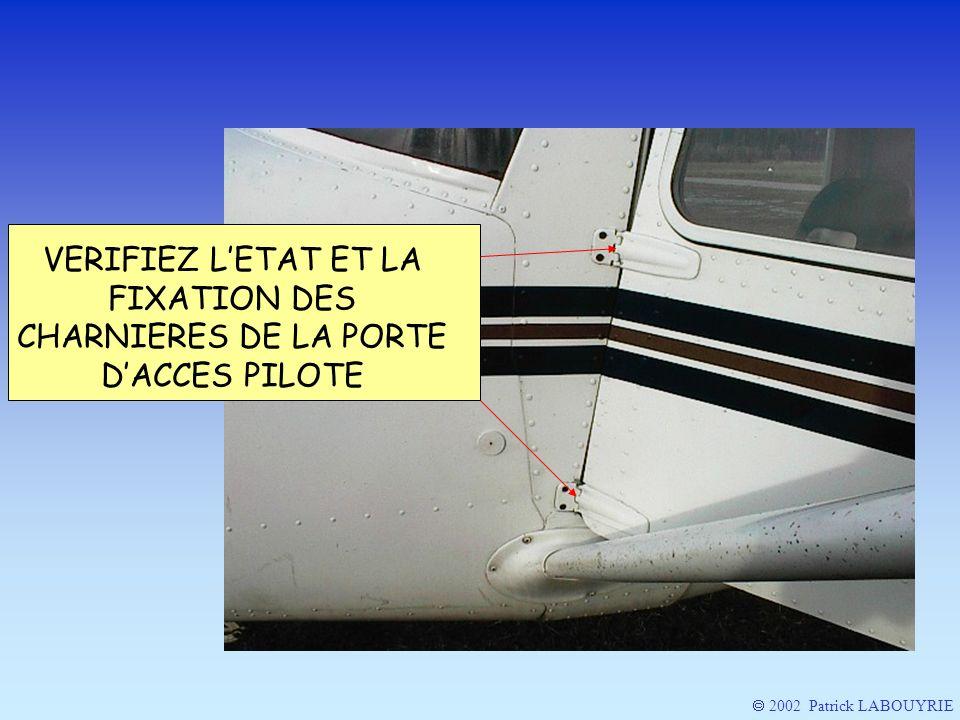 VERIFIEZ L'ETAT ET LA FIXATION DES CHARNIERES DE LA PORTE D'ACCES PILOTE
