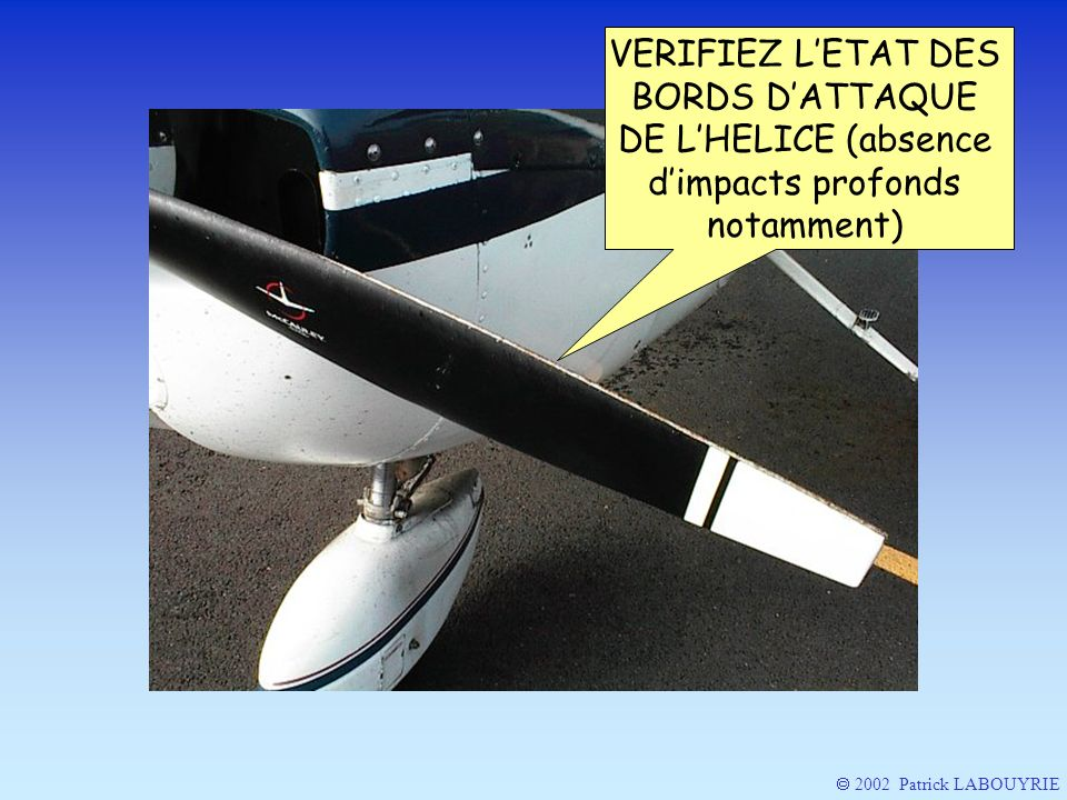 VERIFIEZ L'ETAT DES BORDS D'ATTAQUE DE L'HELICE (absence d'impacts profonds notamment)