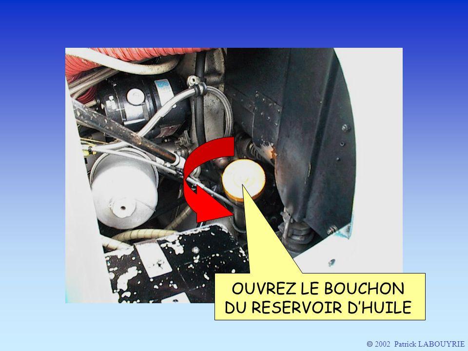 OUVREZ LE BOUCHON DU RESERVOIR D'HUILE