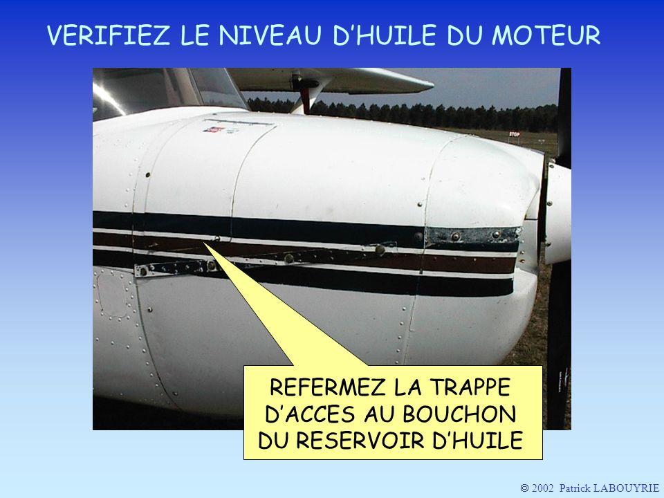 REFERMEZ LA TRAPPE D'ACCES AU BOUCHON DU RESERVOIR D'HUILE
