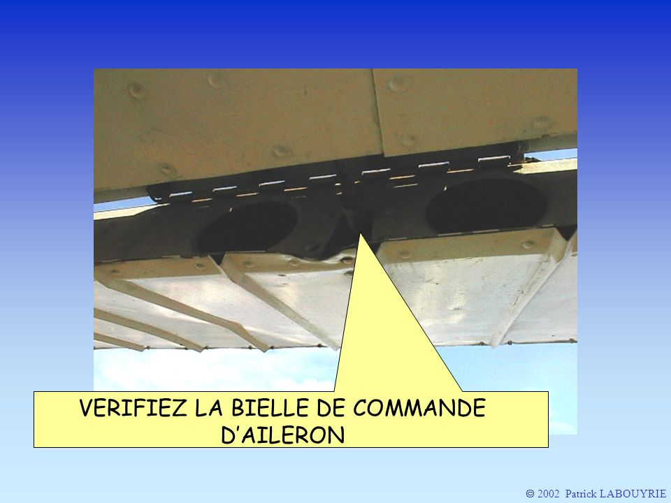 VERIFIEZ LA BIELLE DE COMMANDE D'AILERON