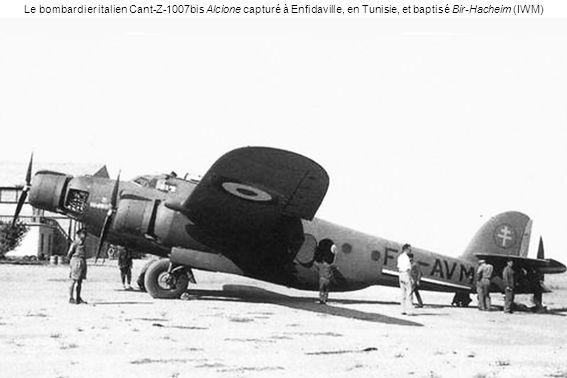 Le bombardier italien Cant-Z-1007bis Alcione capturé à Enfidaville, en Tunisie, et baptisé Bir-Hacheim (IWM)