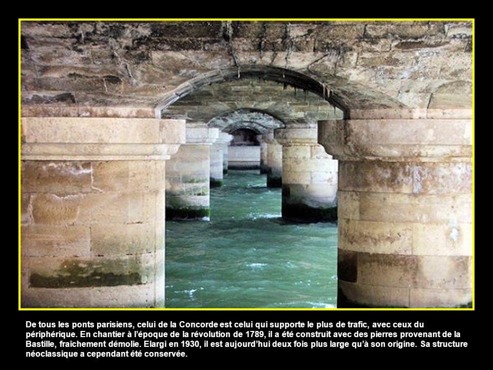 De tous les ponts parisiens, celui de la Concorde est celui qui supporte le plus de trafic, avec ceux du périphérique.