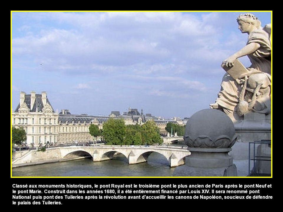 Classé aux monuments historiques, le pont Royal est le troisième pont le plus ancien de Paris après le pont Neuf et le pont Marie.