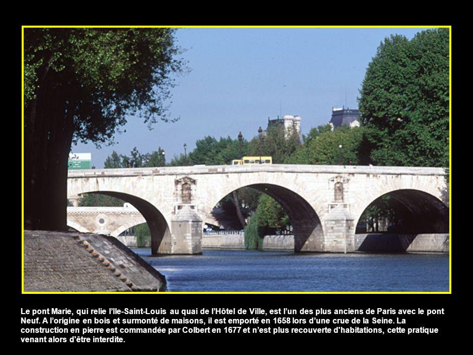 Le pont Marie, qui relie l'Ile-Saint-Louis au quai de l'Hôtel de Ville, est l'un des plus anciens de Paris avec le pont Neuf.