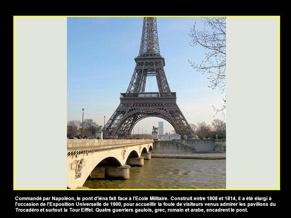 Commandé par Napoléon, le pont d Iéna fait face à l Ecole Militaire