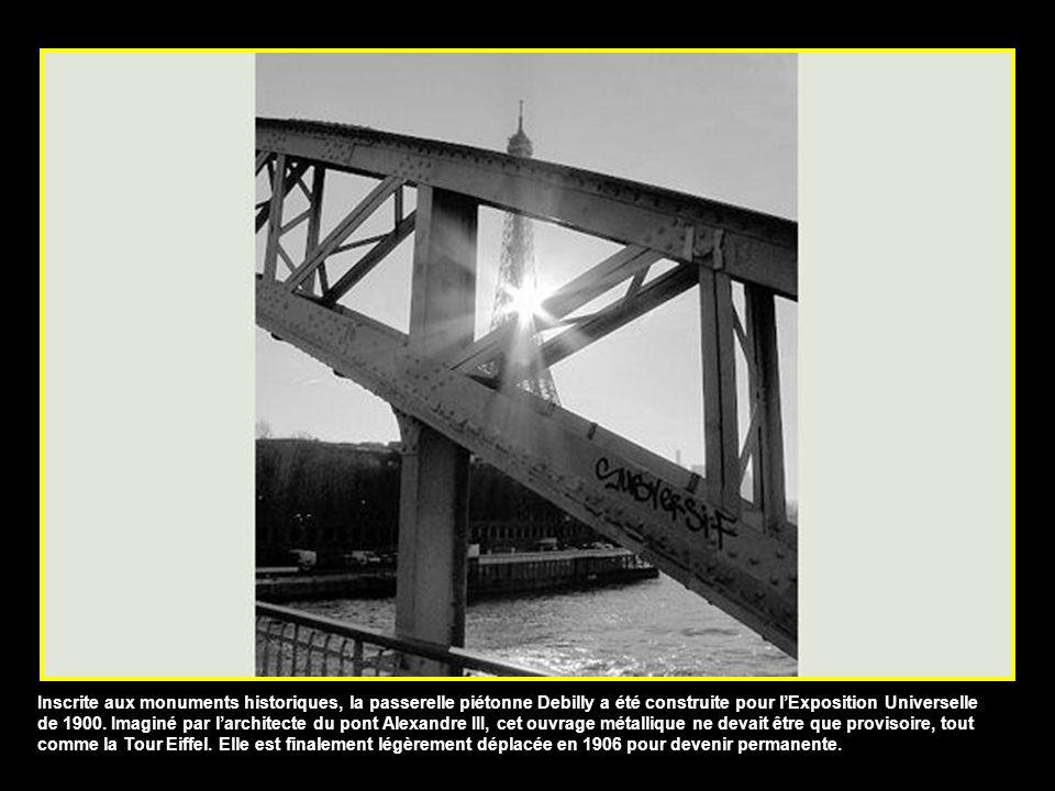 Inscrite aux monuments historiques, la passerelle piétonne Debilly a été construite pour l'Exposition Universelle de 1900.