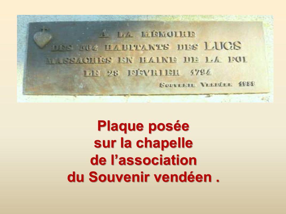 Plaque posée sur la chapelle de l'association du Souvenir vendéen .