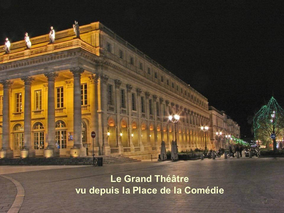 Le Grand Théâtre vu depuis la Place de la Comédie