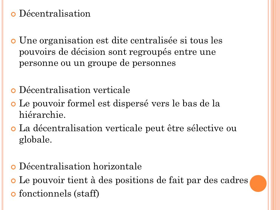Décentralisation Une organisation est dite centralisée si tous les pouvoirs de décision sont regroupés entre une personne ou un groupe de personnes.