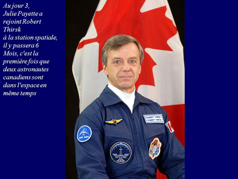 Au jour 3, Julie Payette a rejoint Robert Thirsk. à la station spatiale, il y passera 6. Mois, c est la première fois que.
