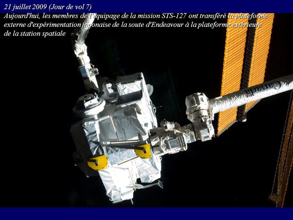 21 juillet 2009 (Jour de vol 7) Aujourd hui, les membres de l équipage de la mission STS-127 ont transféré la plateforme.