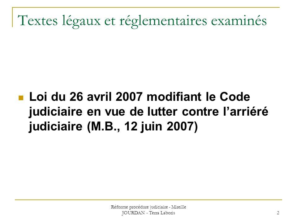 Textes légaux et réglementaires examinés