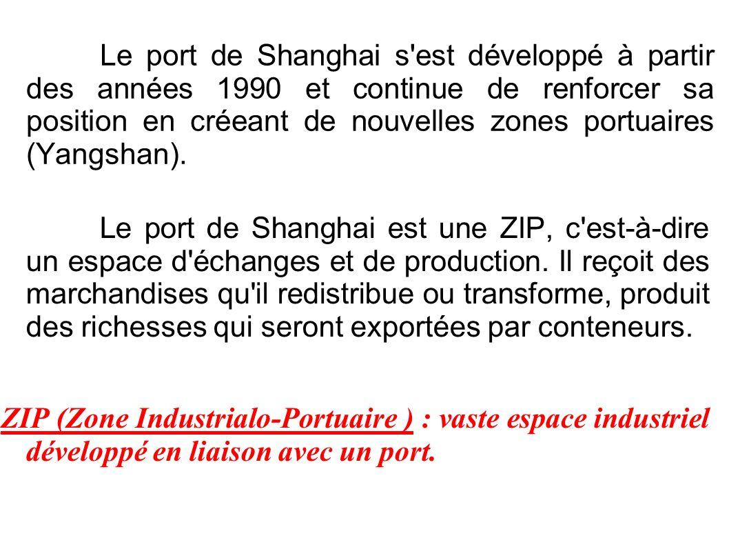 Le port de Shanghai s est développé à partir des années 1990 et continue de renforcer sa position en créeant de nouvelles zones portuaires (Yangshan).