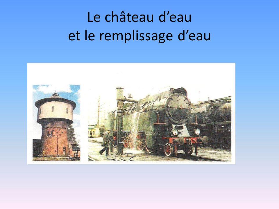 Le château d'eau et le remplissage d'eau