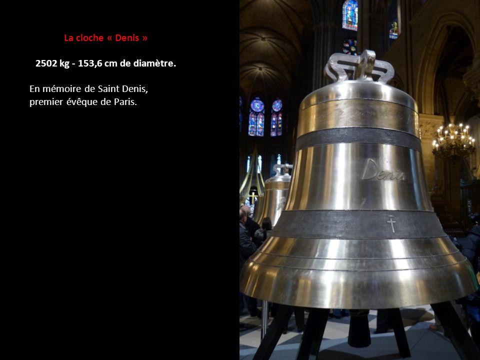 La cloche « Denis » 2502 kg - 153,6 cm de diamètre.