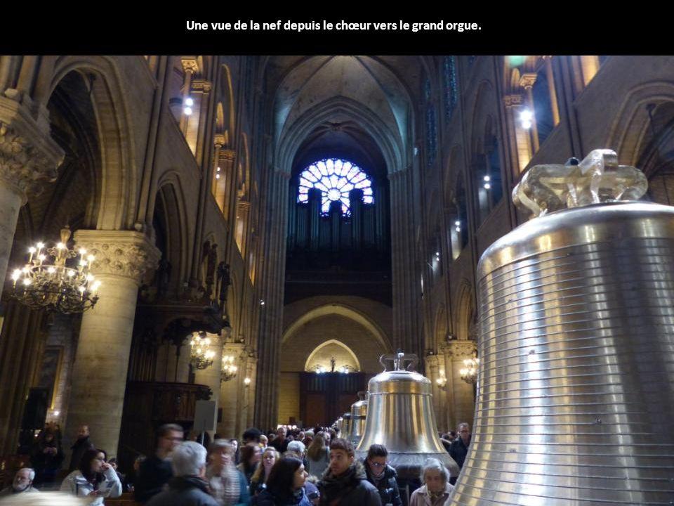 Une vue de la nef depuis le chœur vers le grand orgue.
