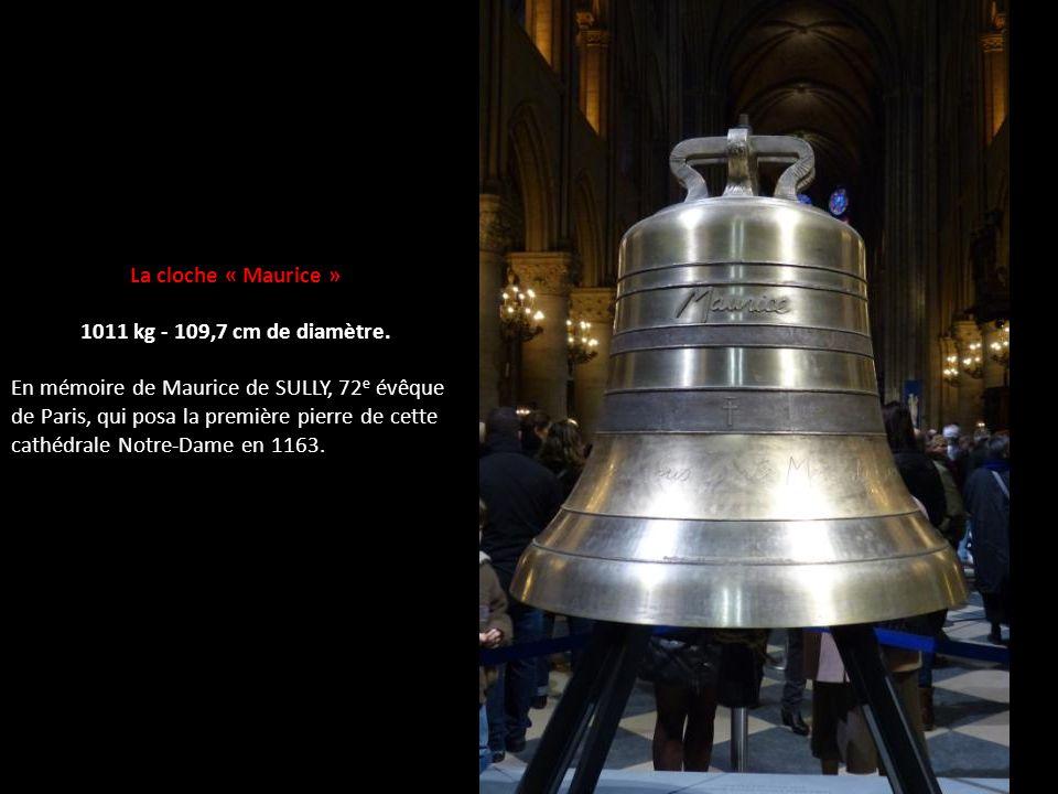 La cloche « Maurice » 1011 kg - 109,7 cm de diamètre.