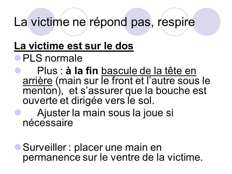La victime ne répond pas, respire