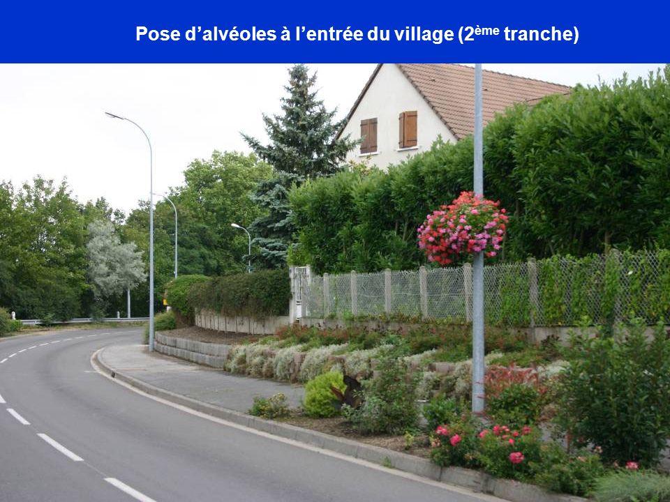Pose d'alvéoles à l'entrée du village (2ème tranche)