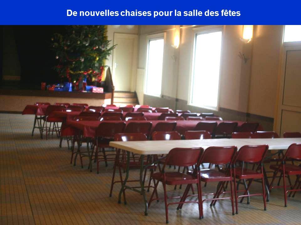 De nouvelles chaises pour la salle des fêtes