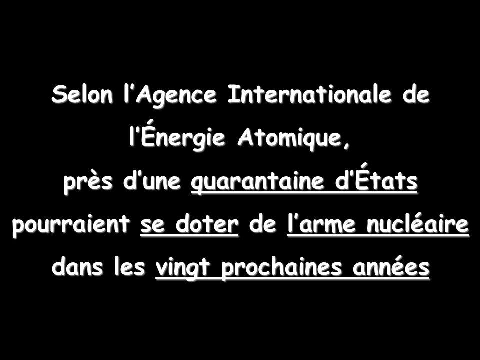 Selon l'Agence Internationale de l'Énergie Atomique, près d'une quarantaine d'États pourraient se doter de l'arme nucléaire dans les vingt prochaines années