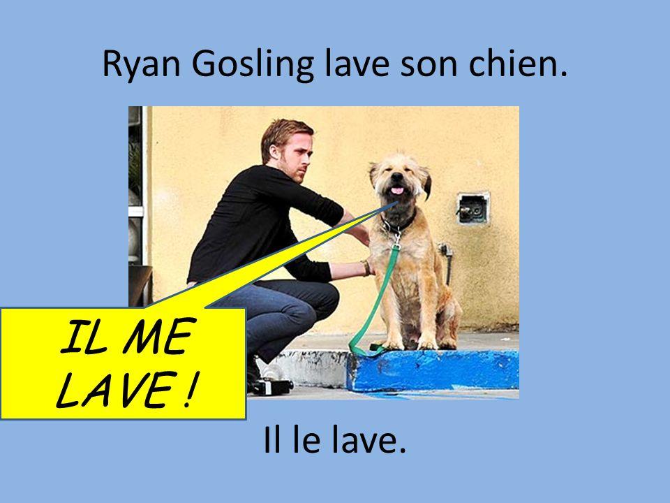 Ryan Gosling lave son chien.