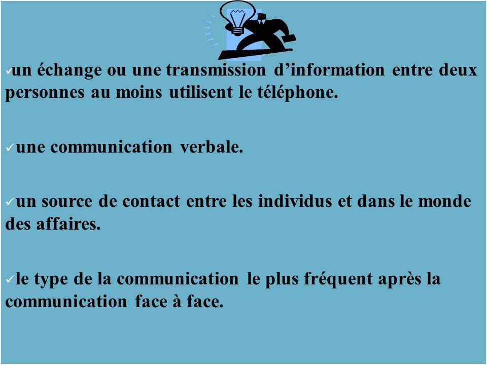 un échange ou une transmission d'information entre deux personnes au moins utilisent le téléphone.