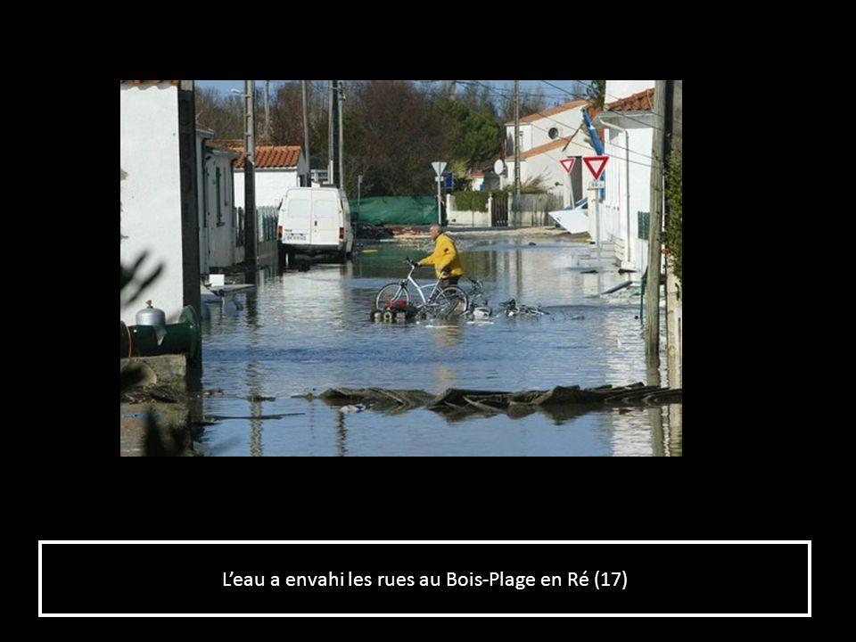 L'eau a envahi les rues au Bois-Plage en Ré (17)
