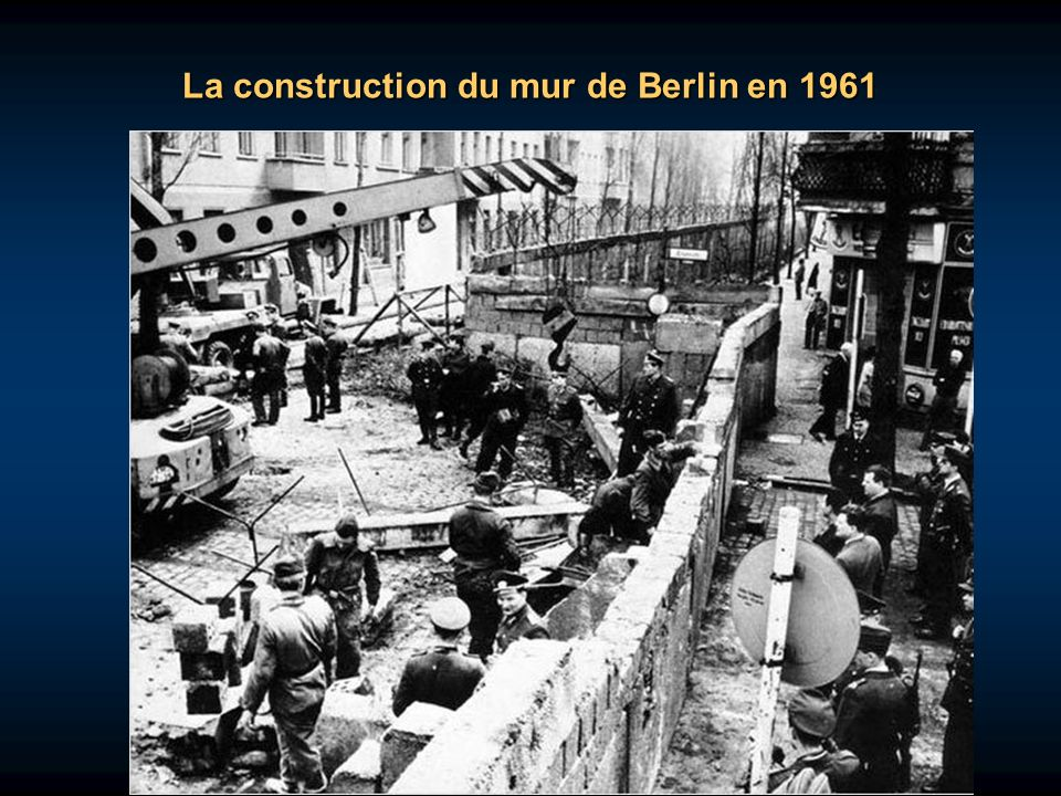 La construction du mur de Berlin en 1961