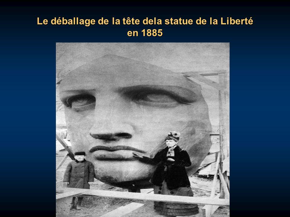 Le déballage de la tête dela statue de la Liberté en 1885