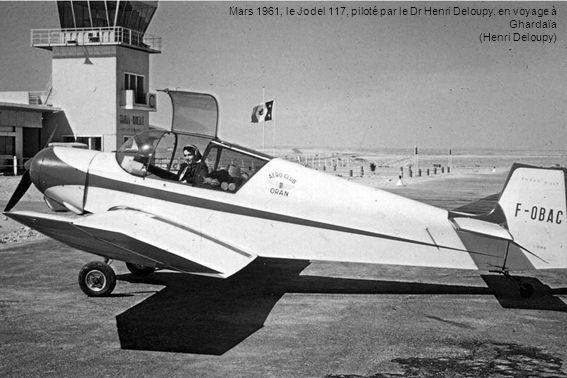 Mars 1961, le Jodel 117, piloté par le Dr Henri Deloupy, en voyage à Ghardaïa