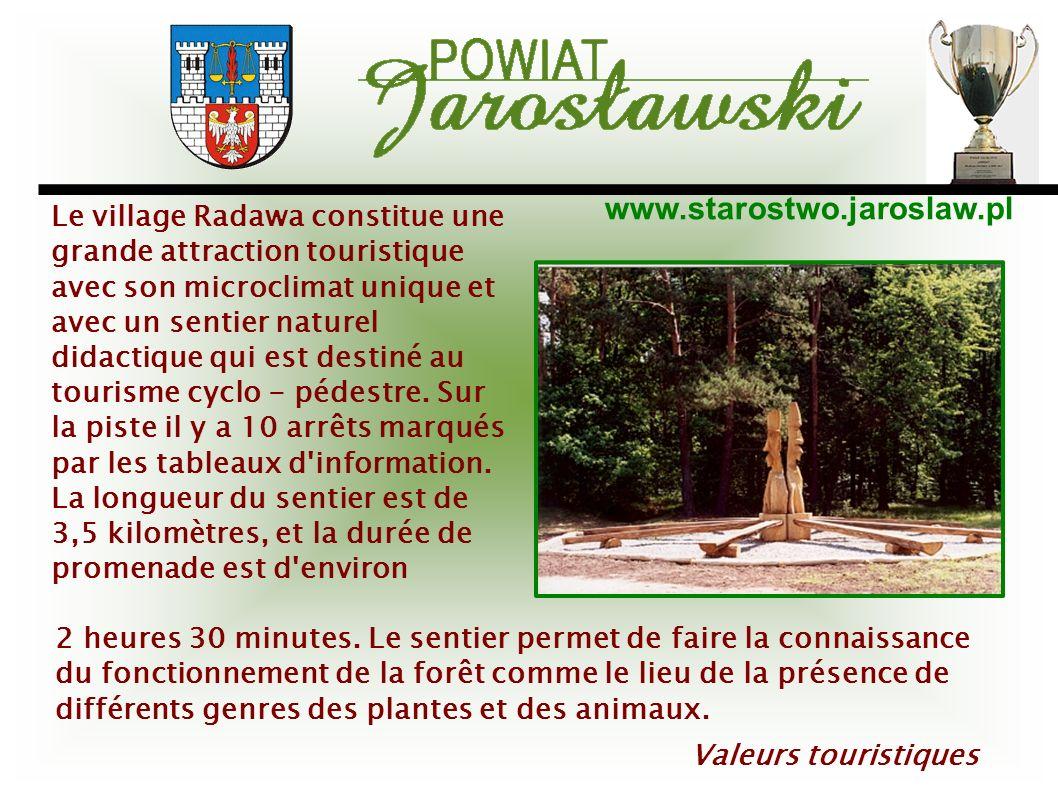Le village Radawa constitue une grande attraction touristique avec son microclimat unique et avec un sentier naturel didactique qui est destiné au tourisme cyclo - pédestre. Sur la piste il y a 10 arrêts marqués par les tableaux d information. La longueur du sentier est de 3,5 kilomètres, et la durée de promenade est d environ