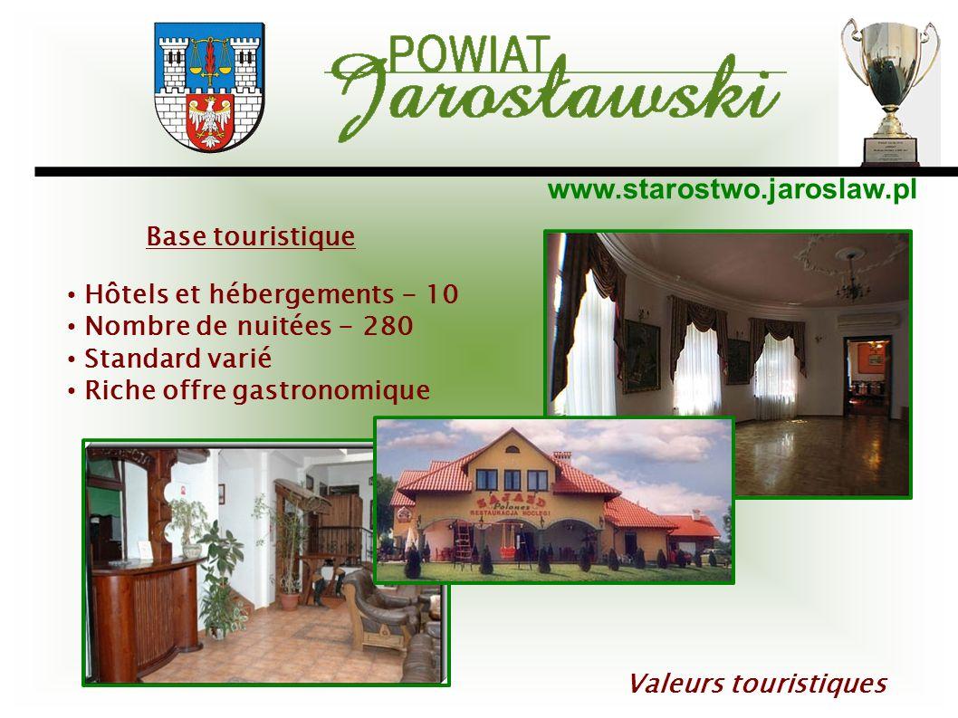 Base touristique Hôtels et hébergements - 10. Nombre de nuitées - 280. Standard varié. Riche offre gastronomique.