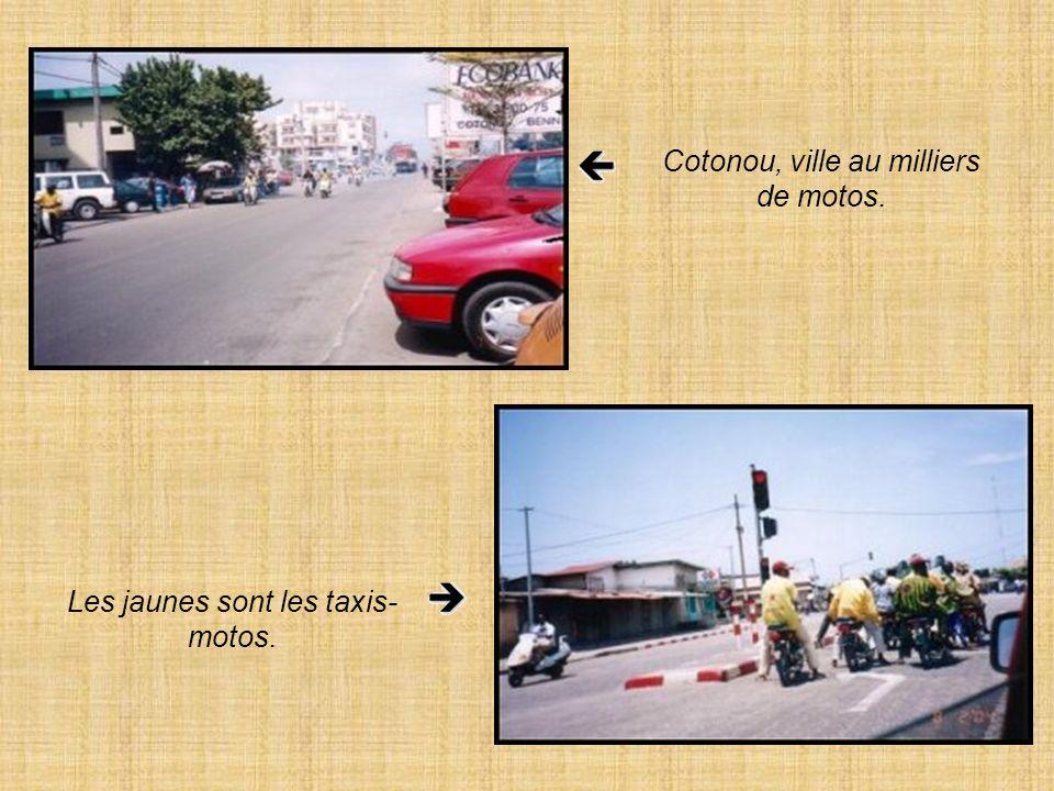 Cotonou, ville au milliers de motos.