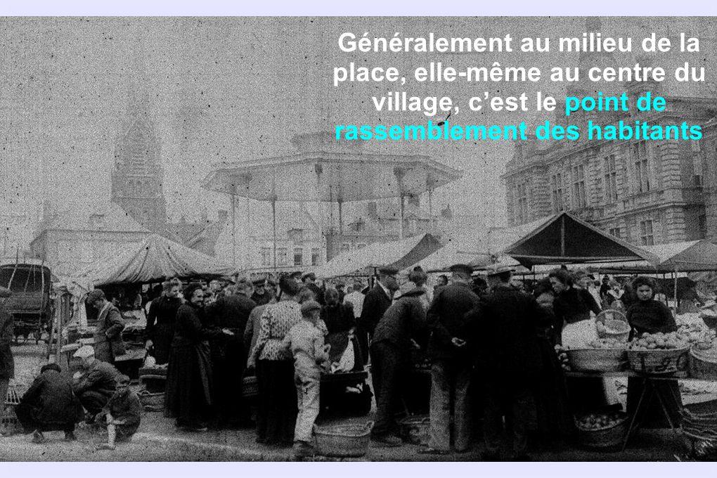 Généralement au milieu de la place, elle-même au centre du village, c'est le point de rassemblement des habitants