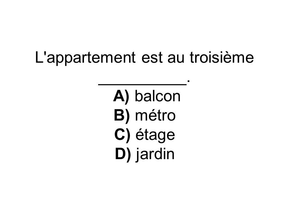L appartement est au troisième __________