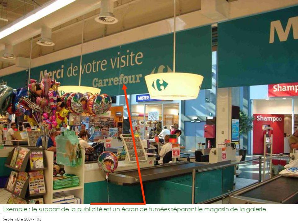 Exemple : le support de la publicité est un écran de fumées séparant le magasin de la galerie.