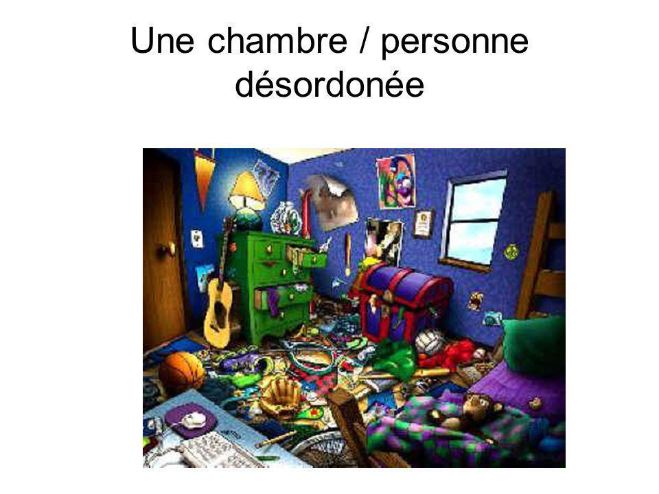 Une chambre / personne désordonée