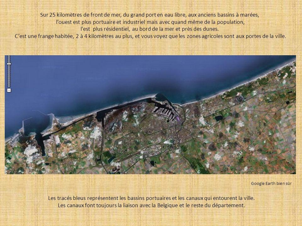 l'est plus résidentiel, au bord de la mer et près des dunes.