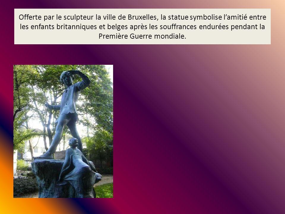 Offerte par le sculpteur la ville de Bruxelles, la statue symbolise l'amitié entre les enfants britanniques et belges après les souffrances endurées pendant la Première Guerre mondiale.