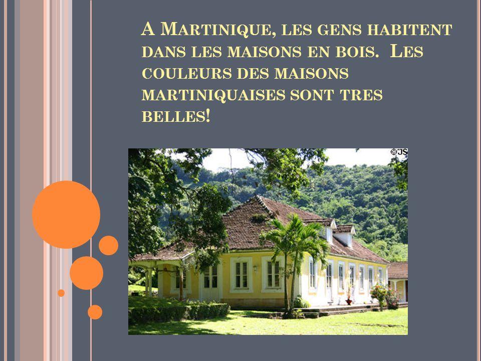 A Martinique, les gens habitent dans les maisons en bois