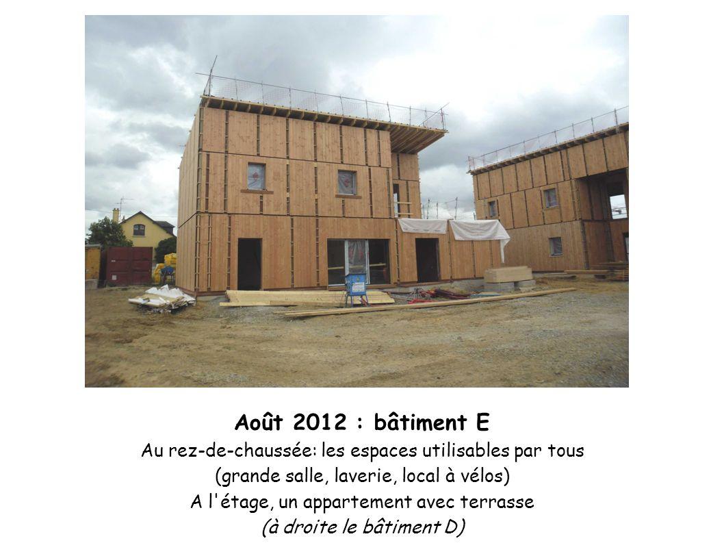 Août 2012 : bâtiment E Au rez-de-chaussée: les espaces utilisables par tous. (grande salle, laverie, local à vélos)