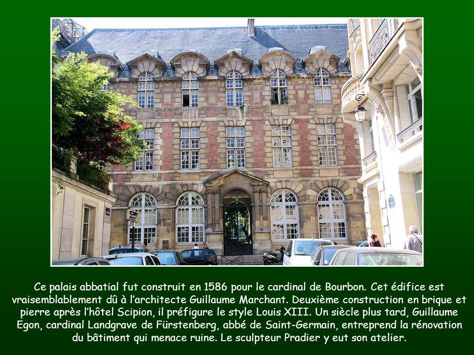 Ce palais abbatial fut construit en 1586 pour le cardinal de Bourbon