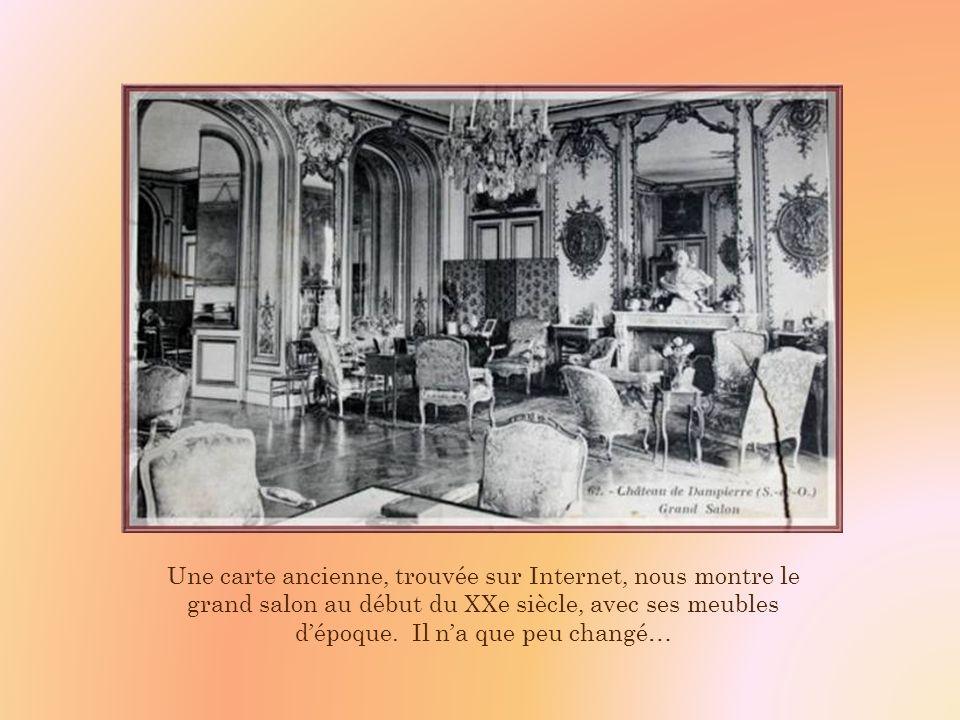 Une carte ancienne, trouvée sur Internet, nous montre le grand salon au début du XXe siècle, avec ses meubles d'époque.