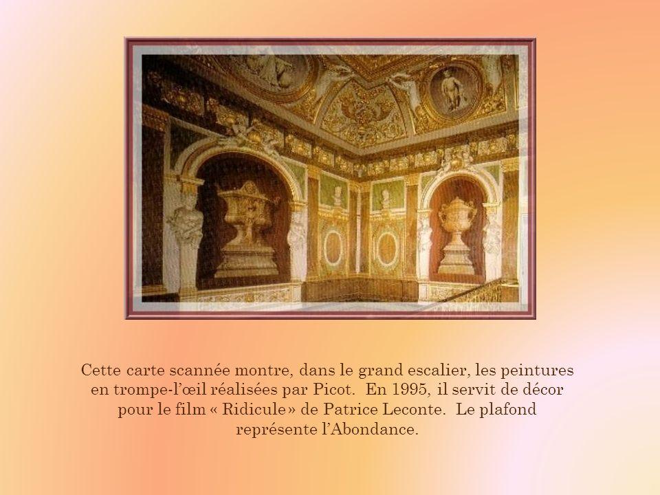 Cette carte scannée montre, dans le grand escalier, les peintures en trompe-l'œil réalisées par Picot.